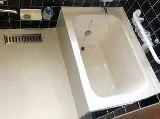 バスルームリフォーム お気に入りのタイルを残し、浴槽と床を取り替えたバスルームリフォーム