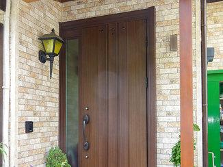 エクステリアリフォーム リフォーム後の外壁とマッチする玄関ドア