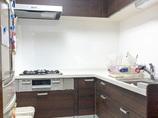 キッチンリフォームホワイトを中心に仕上げて、空間ごと明るくなったキッチン